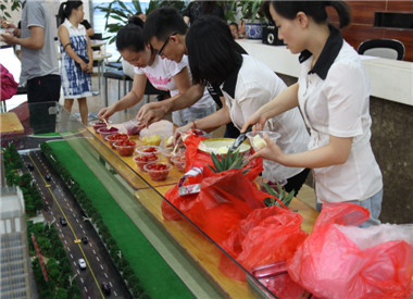 清华嘉园:清凉一夏 冰淇淋DIY活动凉爽来袭