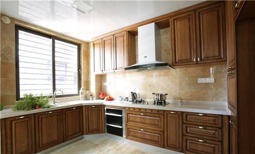 家里的厨房要怎么样装修,才能既实用,又简单,大气,美观?