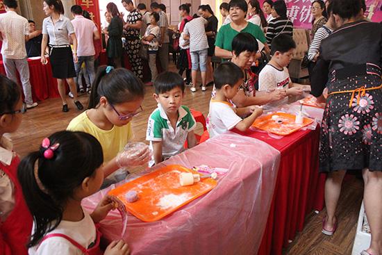 月饼DIY活动区-金大地国际城二期庆中秋博饼欢乐总动员开启