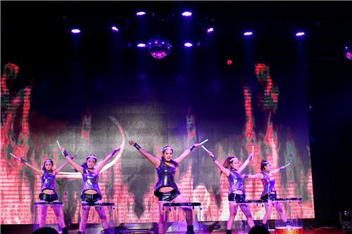 17点58分,在一场激情四射的激光水鼓舞中,此次宝湾国际汽车广场专场图片