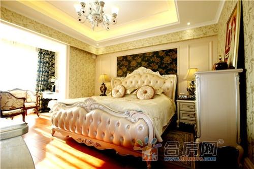 的床搭配上实木地板图片