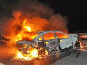 事发常州:凌晨轿车碰撞起火 过路司机火中连救3人