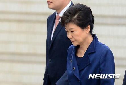 朴槿惠今日首次站上审判台 与闺蜜崔顺实同台受审