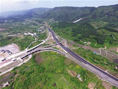 重庆沪渝高速谭家寨隧道 出城单道双通到年底