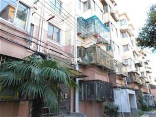 上海一小区居民签订旧房改造协议 5年没动静
