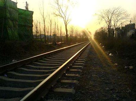 江苏10多条铁路在建 编织成全省1.5小时交通网