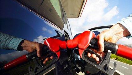 """国内成品油价""""五连涨"""" 加满一箱92号汽油将多花费约10元"""