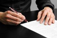 买房时签订这样的合同签订了,房屋产权属于谁?