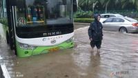 台风暴雨影响 蚌埠多条公交车改道或绕行线路