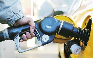 """赶紧去加油!油价本周或四连涨 92号汽油可能""""破八"""""""