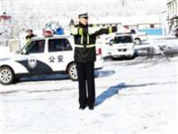 """以雪为令 安庆全城谋""""动""""确保道路交通安全有序"""