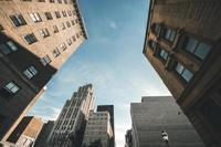 绿城27亿元接盘万达资产 入股百年人寿布局康养产业