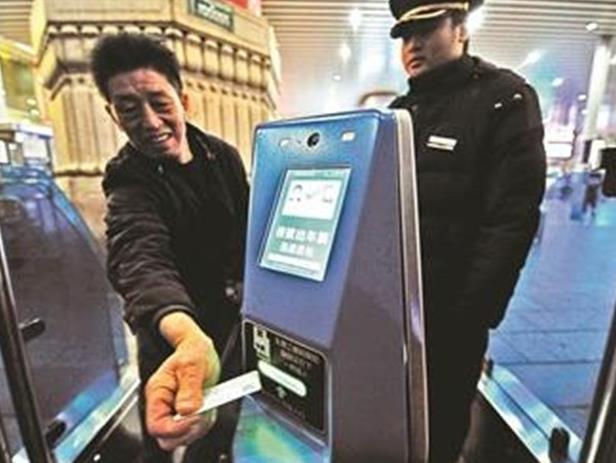 高铁动车才可刷身份证进站 普速列车还需取票进站